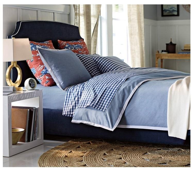 Đèn ngủ Milina chân đế đồng giúp tô điểm và kiến tạo không gian phòng ngủ thêm sang trọng
