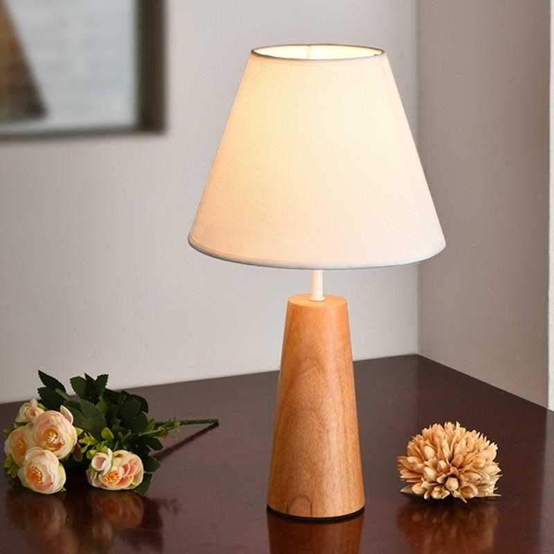 Đèn bàn kinie hình nấm với thiết kế đơn giản nhưng ngộ nghĩnh