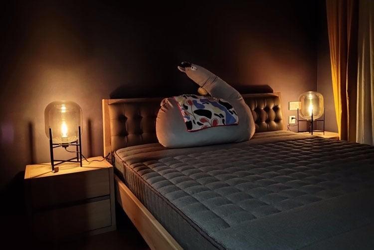 Đèn ngủ ceona khi bật đèn