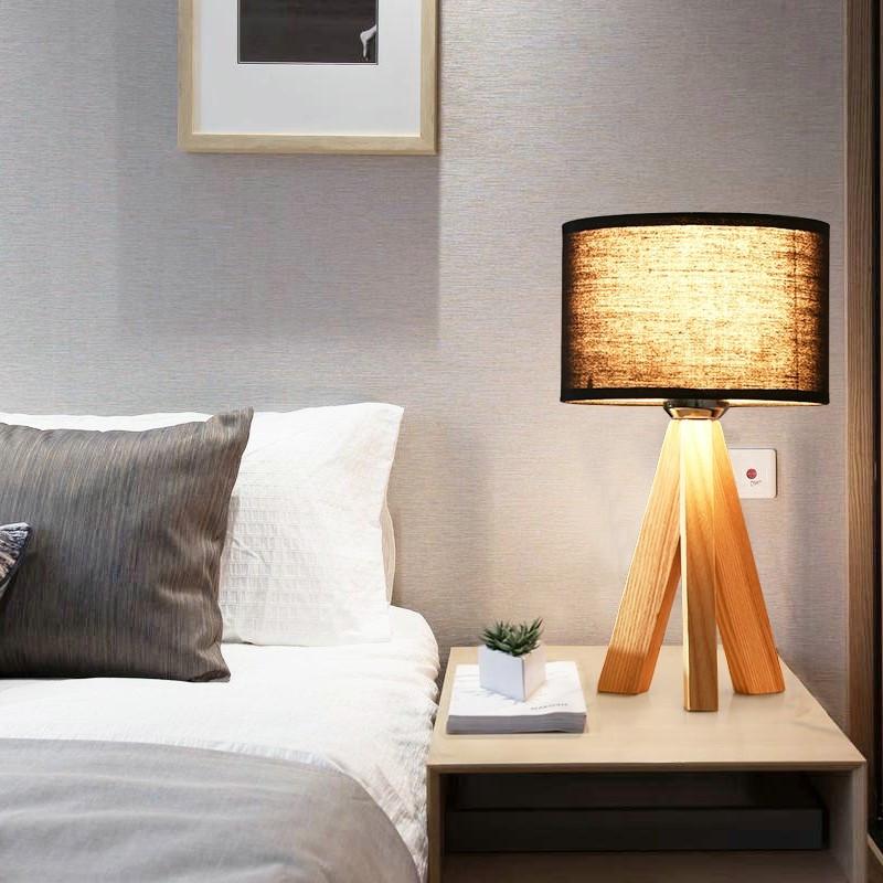 Đèn  bàn wooden lima trong trang trí không gian phòng ngủ