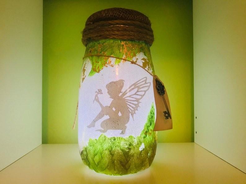 Cách làm đèn Tinkerbell từ lọ thủy tinh