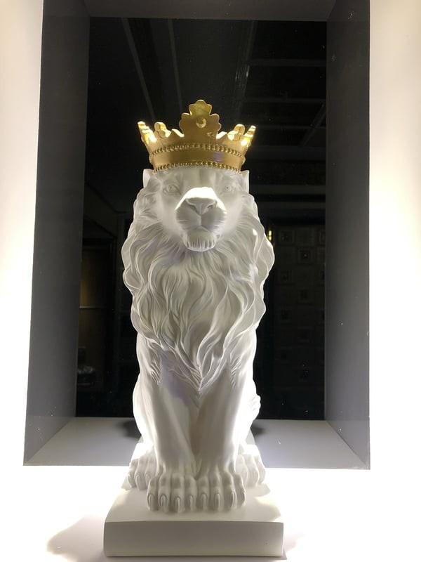 Vẻ đẹp uy nghiêm, rực rỡ của tượng trang trí masjestic lion