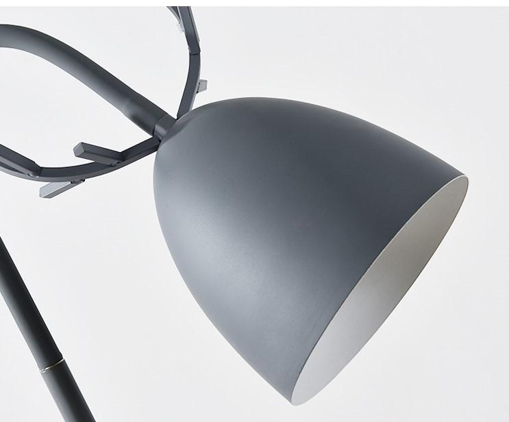 Ngoài ra, đèn còn được phủ lớp sơn nhám bên trên giúp cho sản phẩm luôn được mịn màng và mềm mại