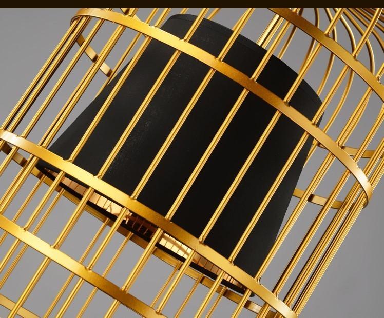 Đèn thả trần Bird Cage được làm từ kim loại mạ đồng