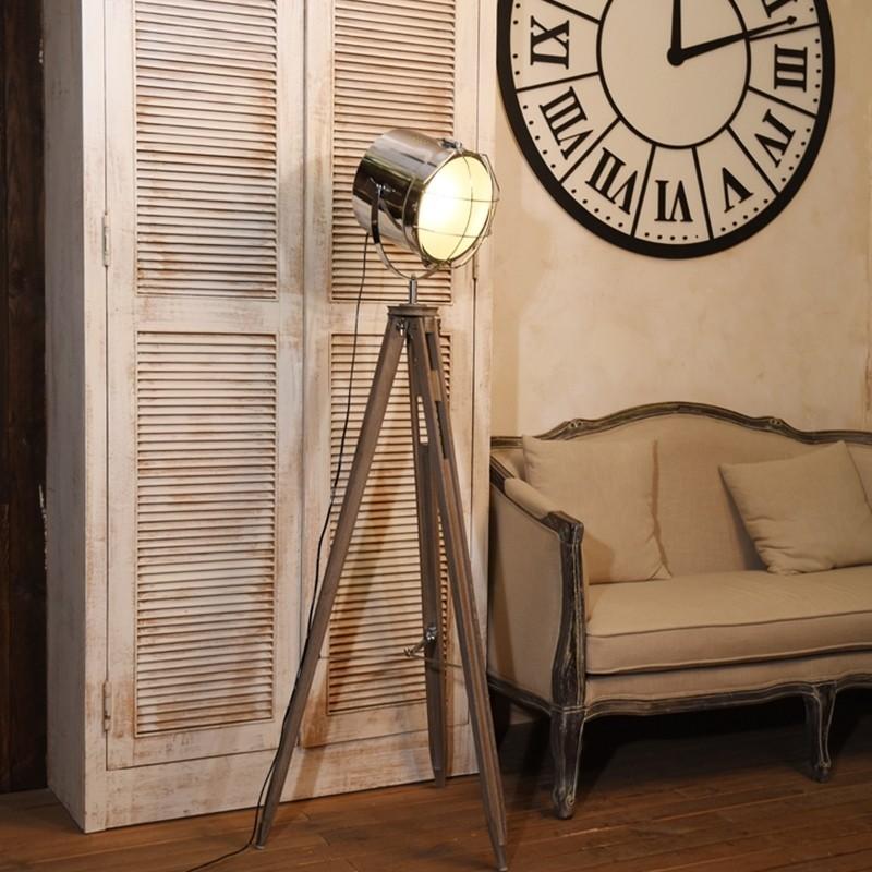 Đèn cây đứng Firmost trong không gian phòng cổ điển