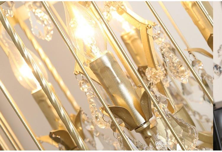 Thiết kế đèn nến và pha lê phụ trợ giúp nâng cấp độ lung linh và huyền ảo của cây đèn