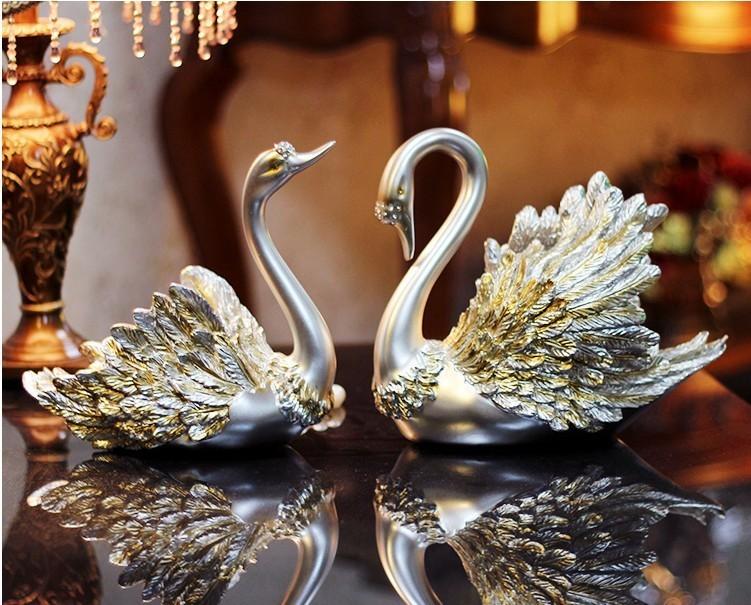 Ngoài ra, mẫu tượng này còn đước dùng làm quà tặng cho các cặp đôi mới cưới