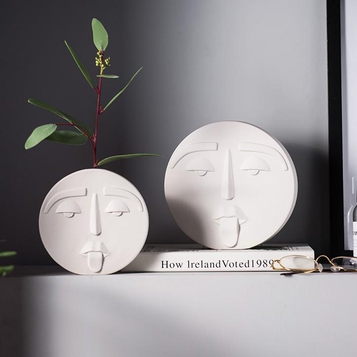Bình gốm cắm hoa Geometric với thiết kế dạng hình học và điêu khắc hình gương mặt độc đáo