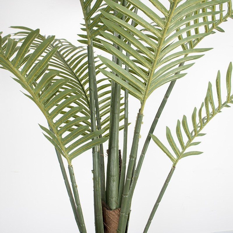 Thân và lá đều được mô phỏng rất giống với cây dừa thật