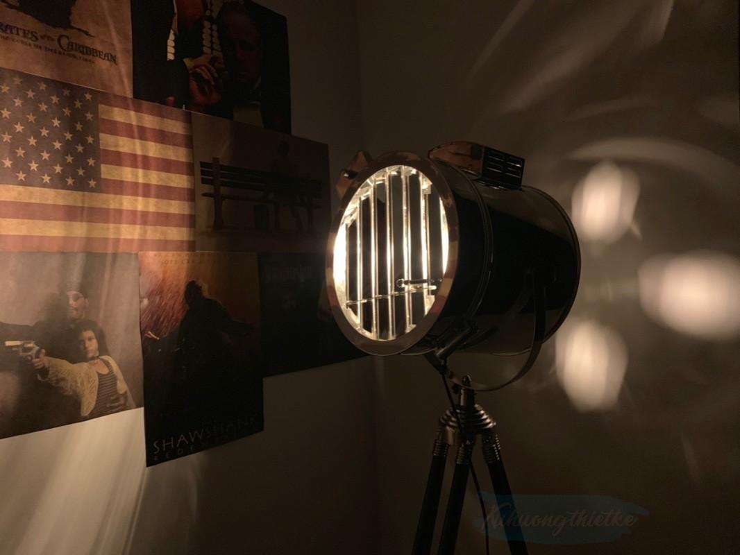 Hệ thống khuếch tán của đèn giúp chiếu sáng ngay cả ở phía trước và sau đèn