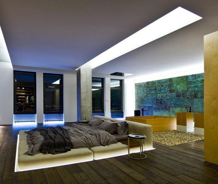 Căn phòng ngủ có thiết kế hết sức đơn giản nhưng lại khiến biết bao người xuýt xoa nhờ có hệ thống đèn led chìm vô cùng ấn tượng.