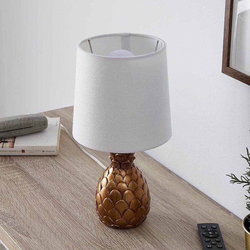 Đèn ngủ để bàn Yelowin mang nét đẹp của phong cách Bắc Âu, kết hợp với sự độc đáo và sáng tạo trong thiết kế