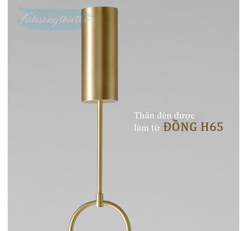 Với chất liệu làm từ đồng H65 và trải qua quy trình phun nhám, đèn Balance mang đến sự cao cấp và sang trọng cho không gian