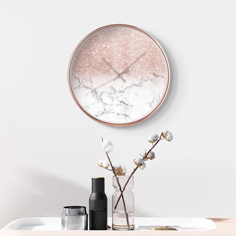 Đồng hồ treo tường Marble Sparkling thích hợp với các không gian pastel trong trẻo, ngọt ngào