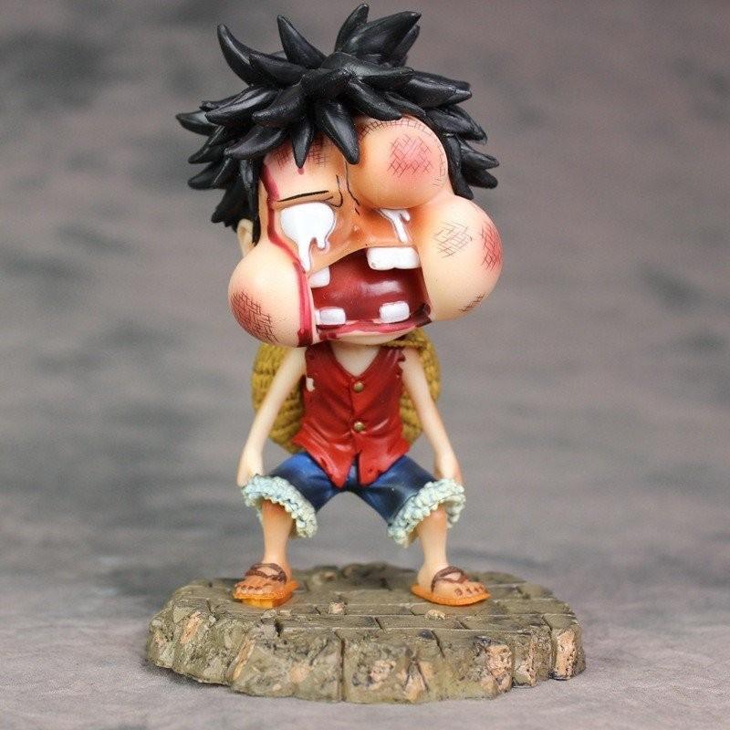 Tượng Luffy sún răng