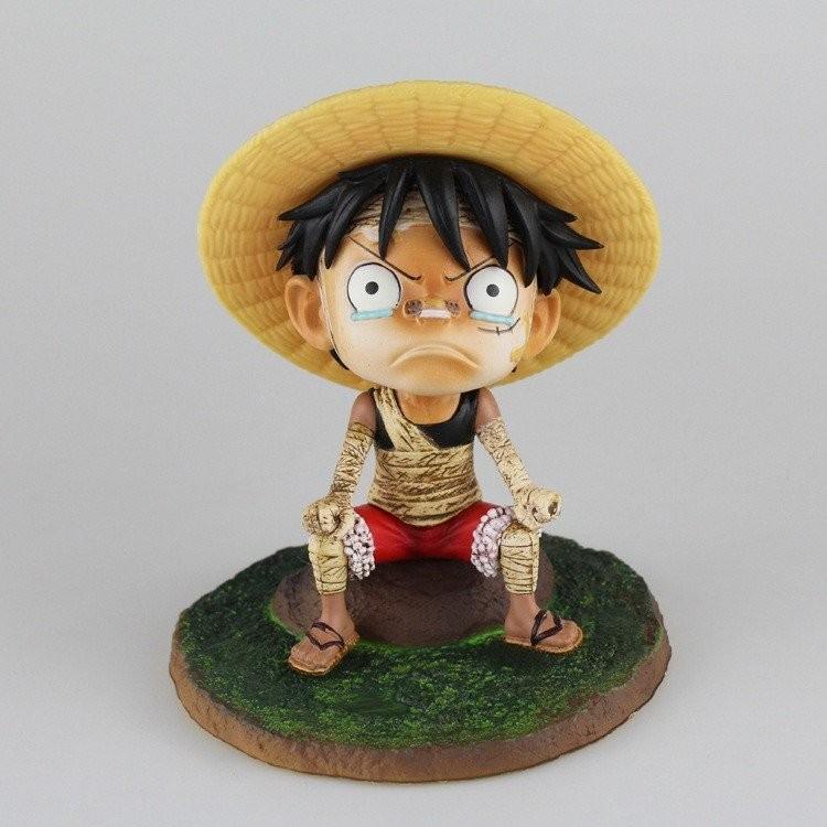 Tượng Luffy ngồi bãi cỏ