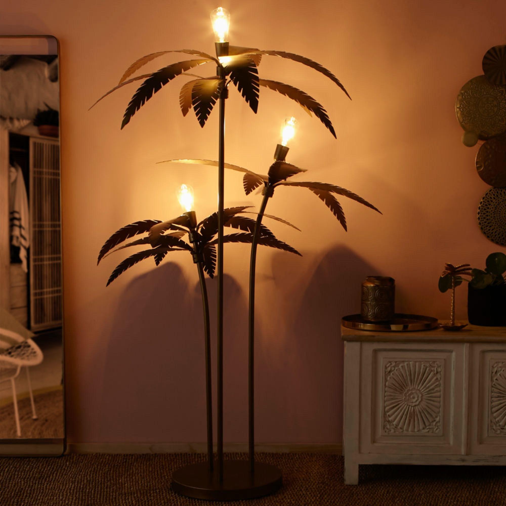 Đèn cây đứng Plamier hình cọ khi thắp sáng