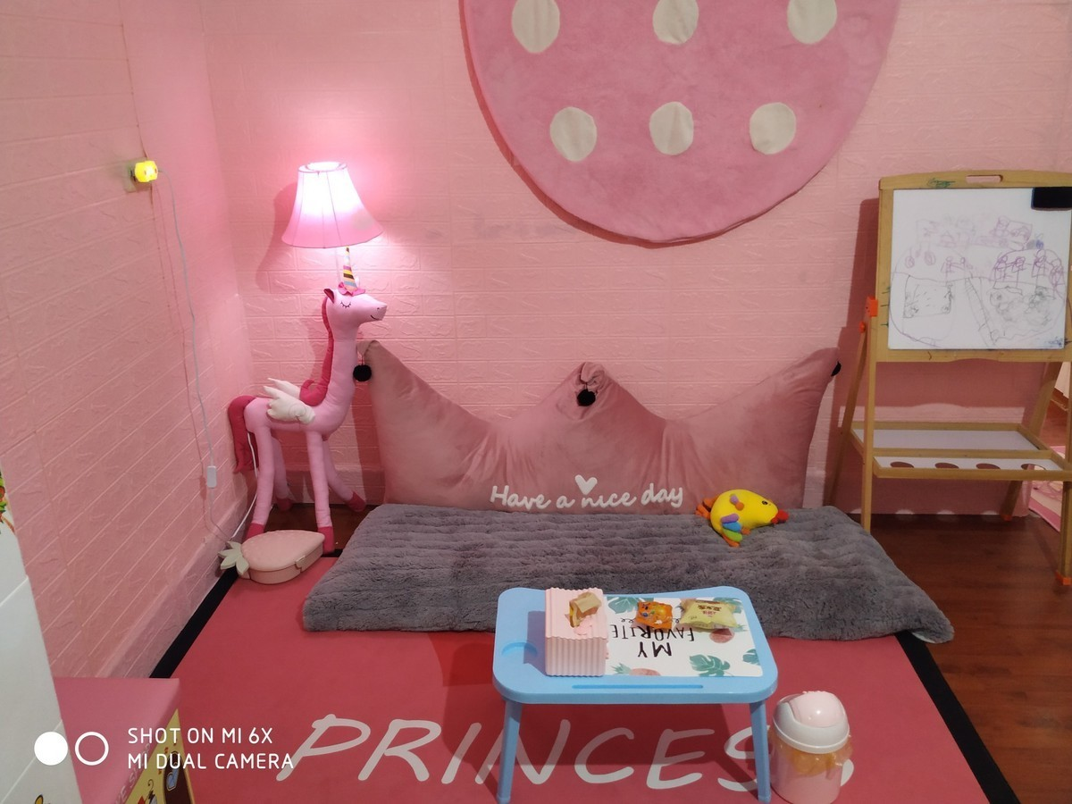 Feedback đèn cây đứng Unicor hồng trang trí phòng bé - Xu Hướng Thiết Kế