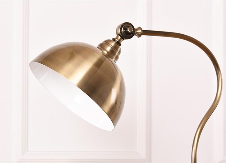 Thiết kế chụp đèn và lớp mạ xi của đèn cây Royal Old Style