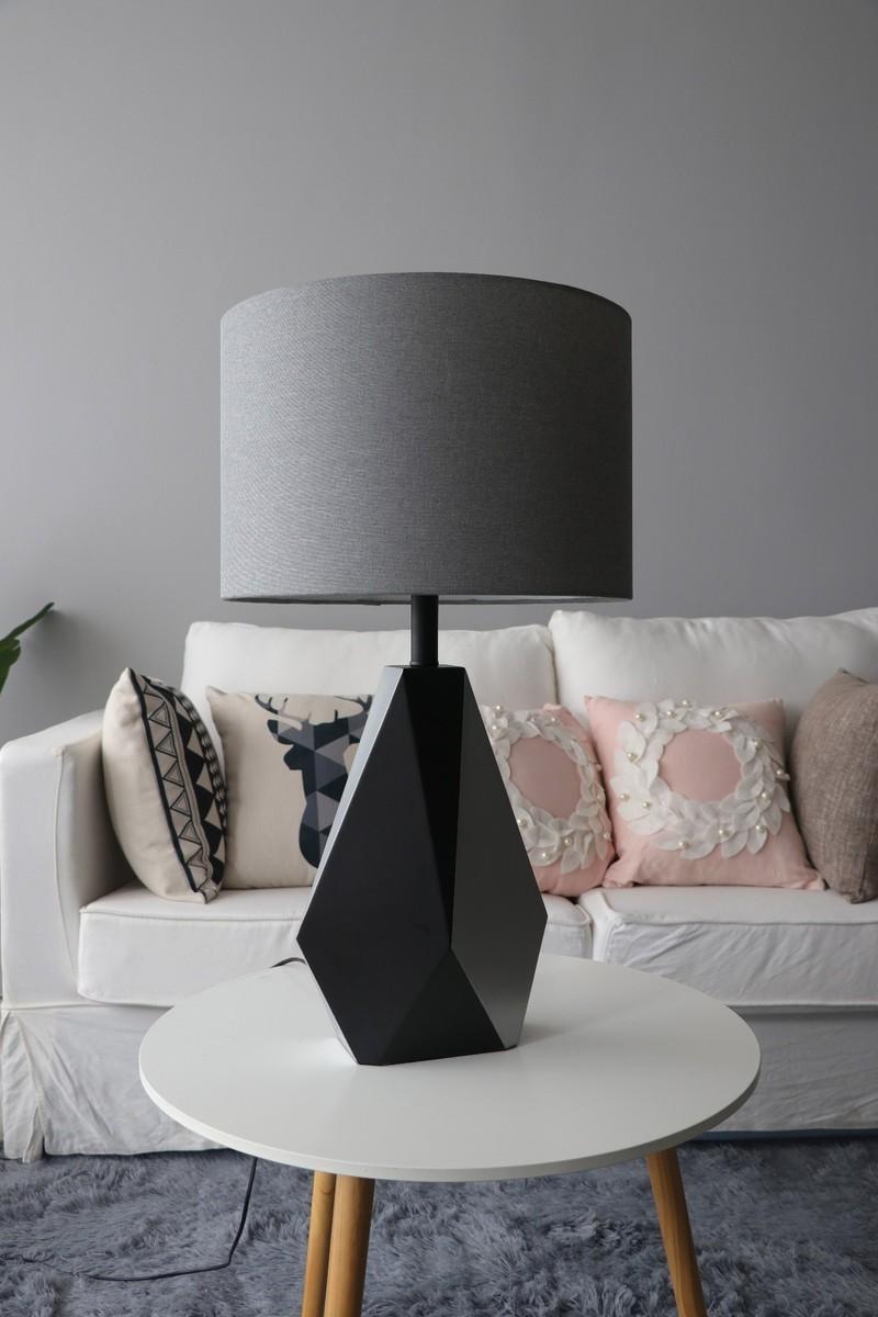 Đèn bàn Trico trong trang trí không gian phòng khách - Ảnh feedback khách hàng
