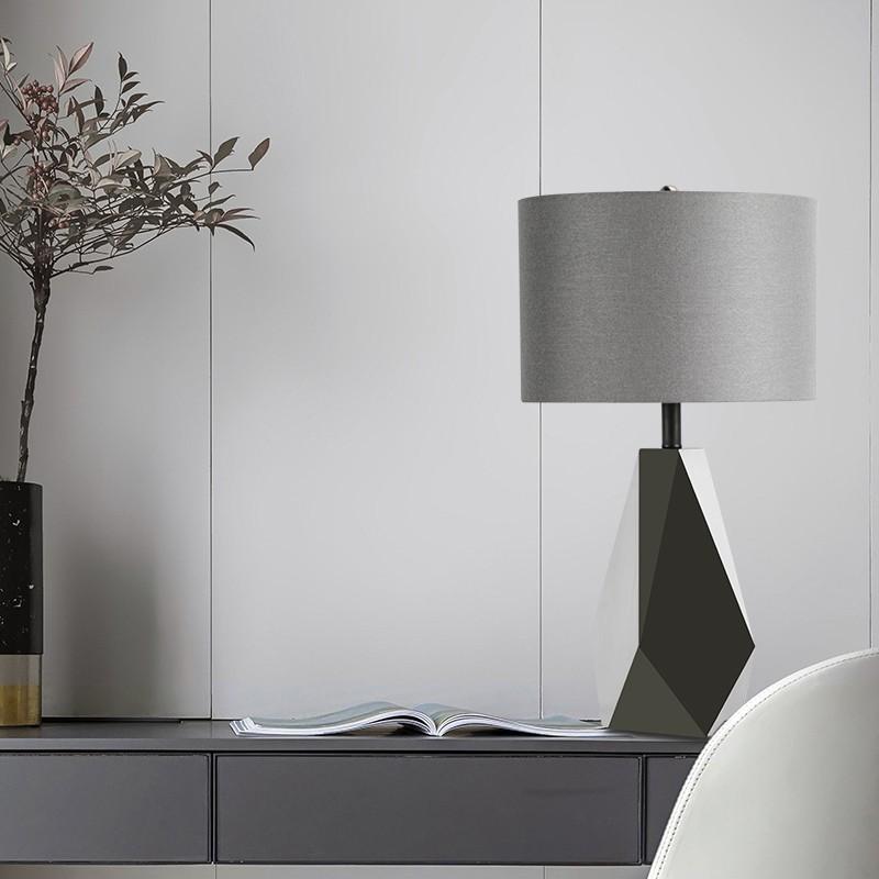 Đèn để bàn Trico trong trang trí phòng khách