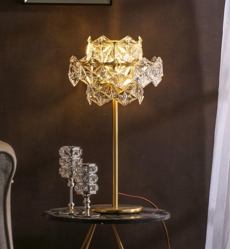 Đèn pha lê Golden Crystal trong trang trí không gian phòng khách
