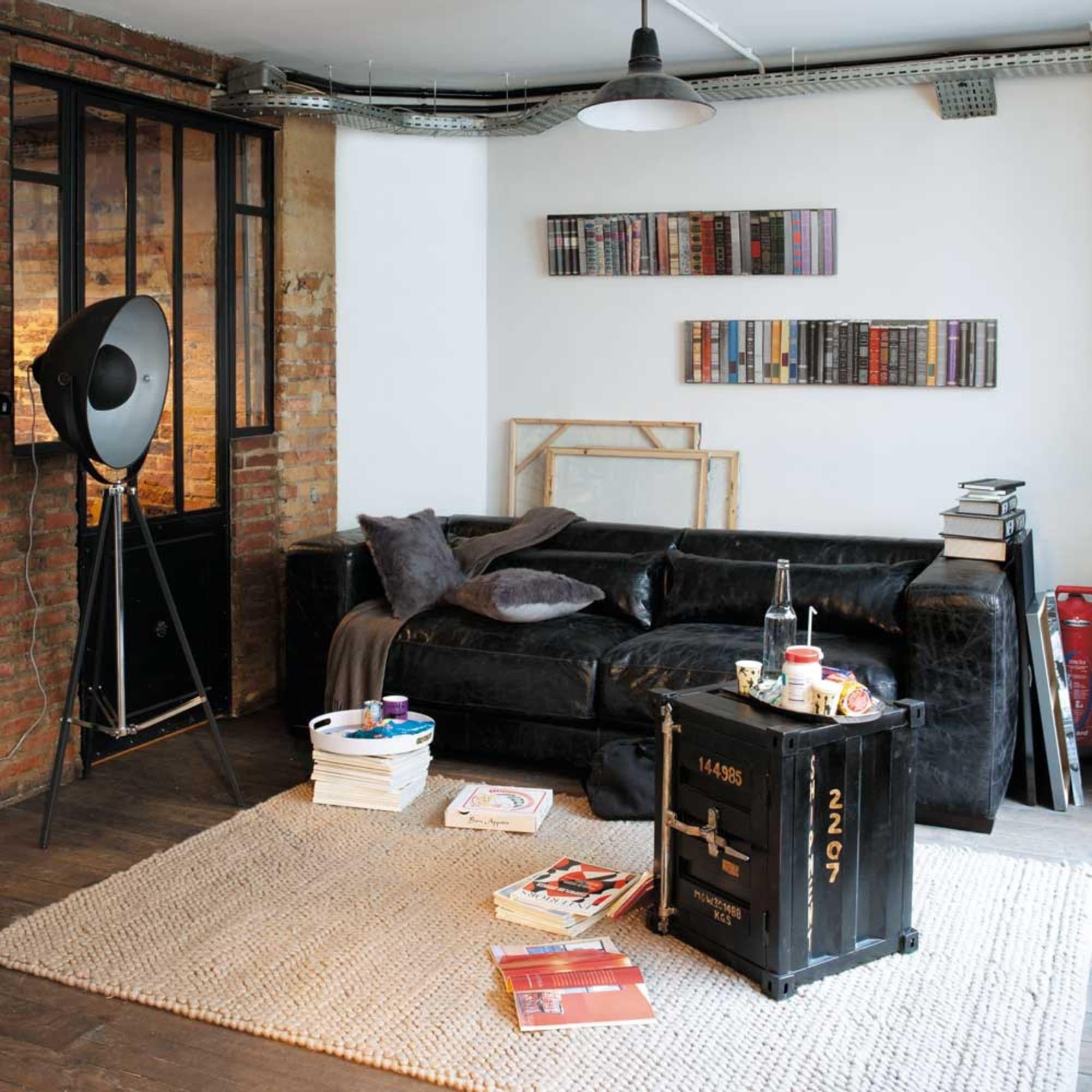 Phera là mẫu đèn sàn phù hợp với các không gian mang hơi hướng hiện đại và thêm một chút steampunk bí ẩn