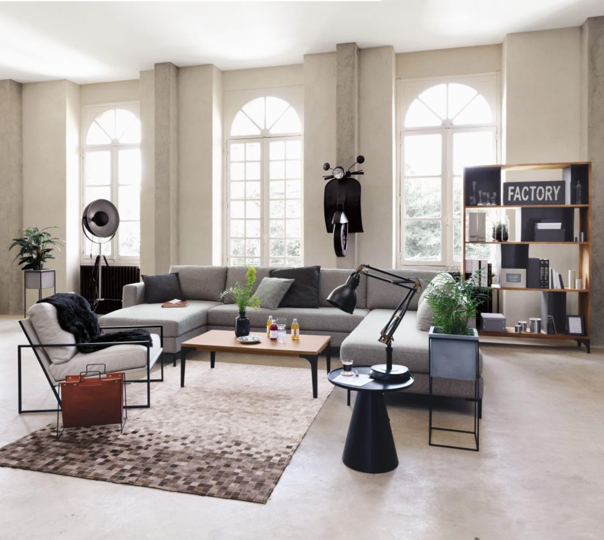 Đèn sàn studio Phera sẽ là lựa chọn để thổi hồn nghệ thuật vào không gian của bạn