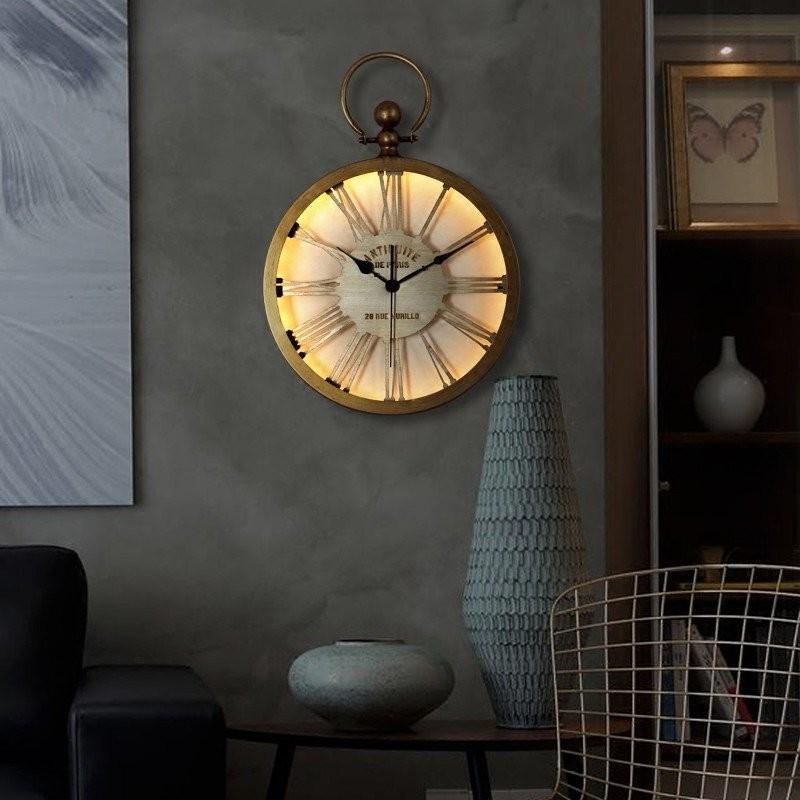 Đồng hồ đèn Led treo tường Retro Old Style khi bật đèn