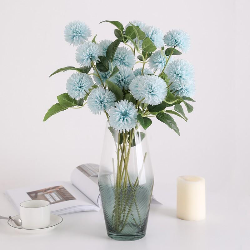 Bình hoa cẩm tú cầu phối cùng bình thủy tinh