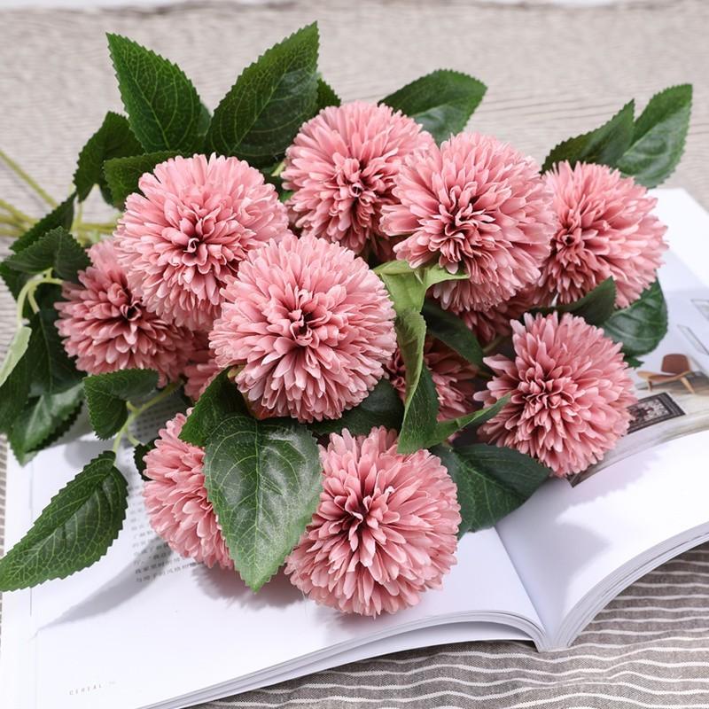 Hoa cẩm tú cầu màu tím đậm