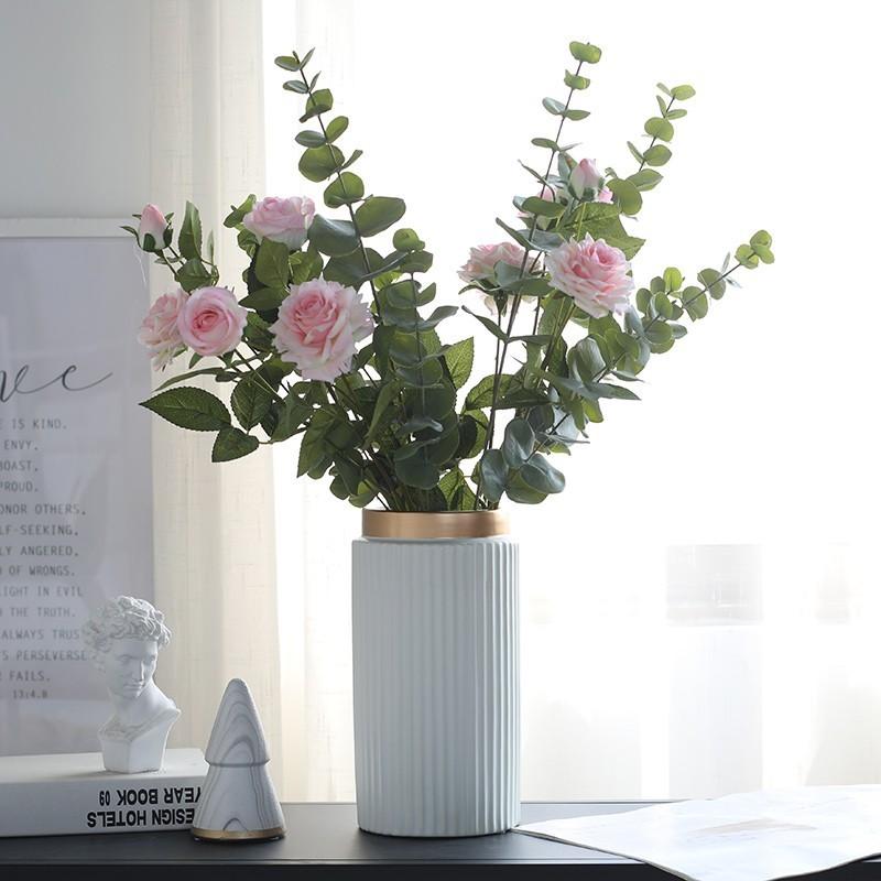 Lá bạch đàn cắm hoa