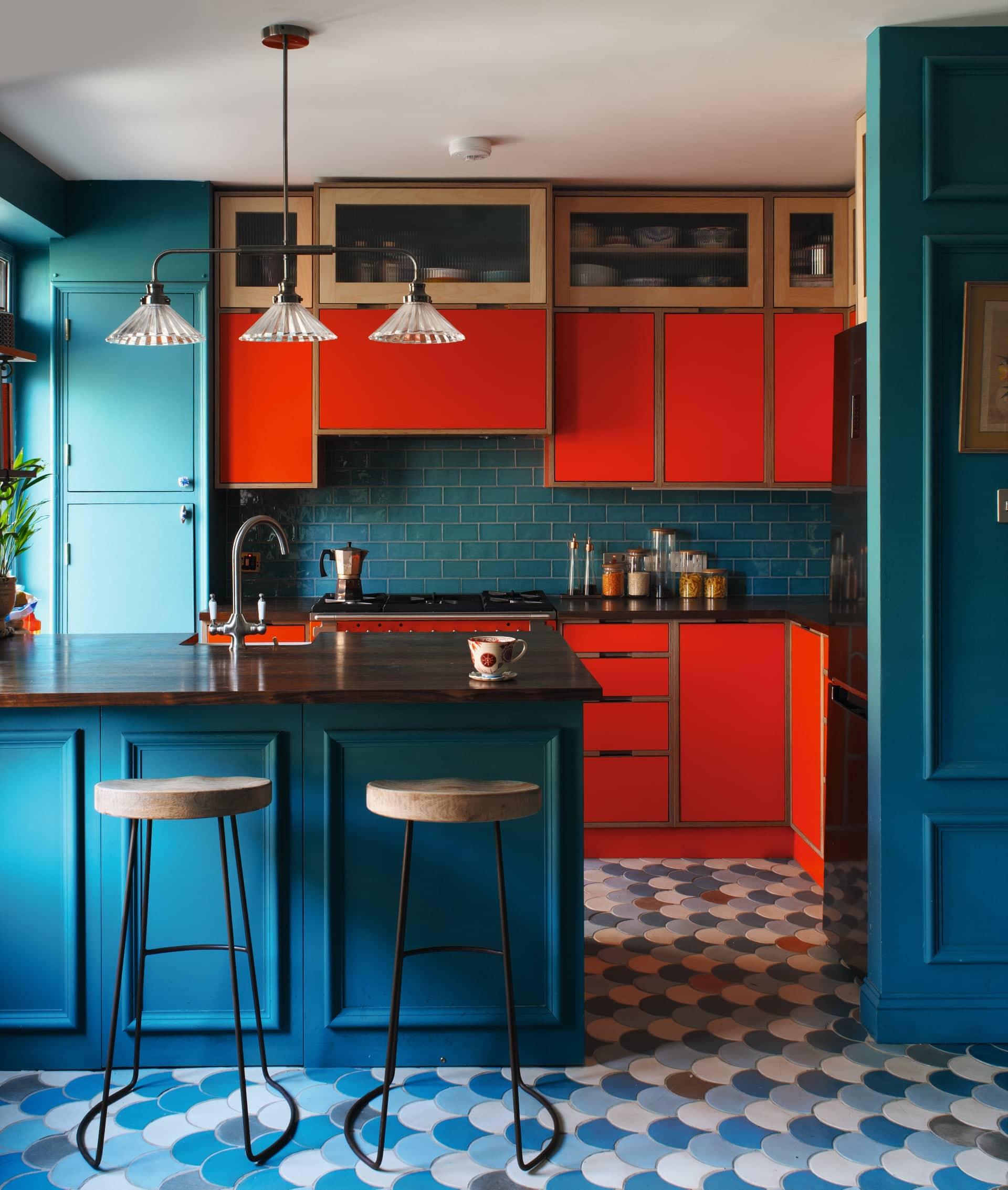 Chọn màu sắc tương phản nổi bật để giúp căn phòng trở nên ấn tượng hơn