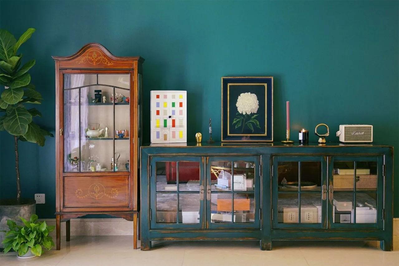 Phối hợp với các đồ nội thất bằng gỗ để tôn lên vẻ cổ điển của căn hộ