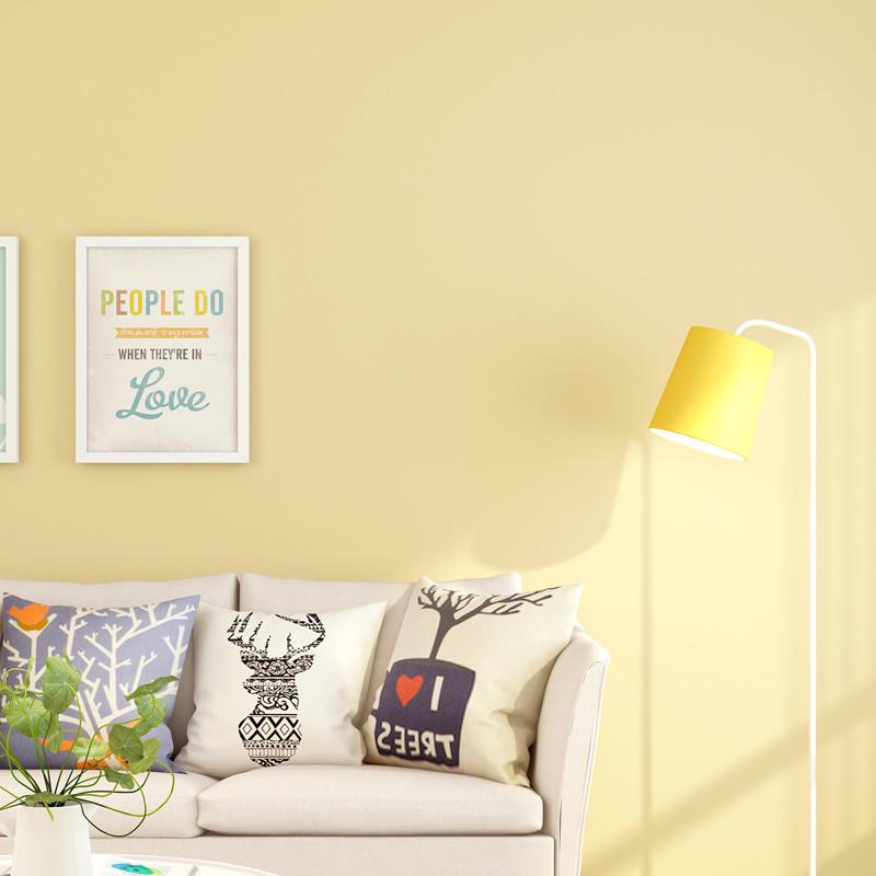 Giấy dán tường màu vàng trang trí không gian phòng