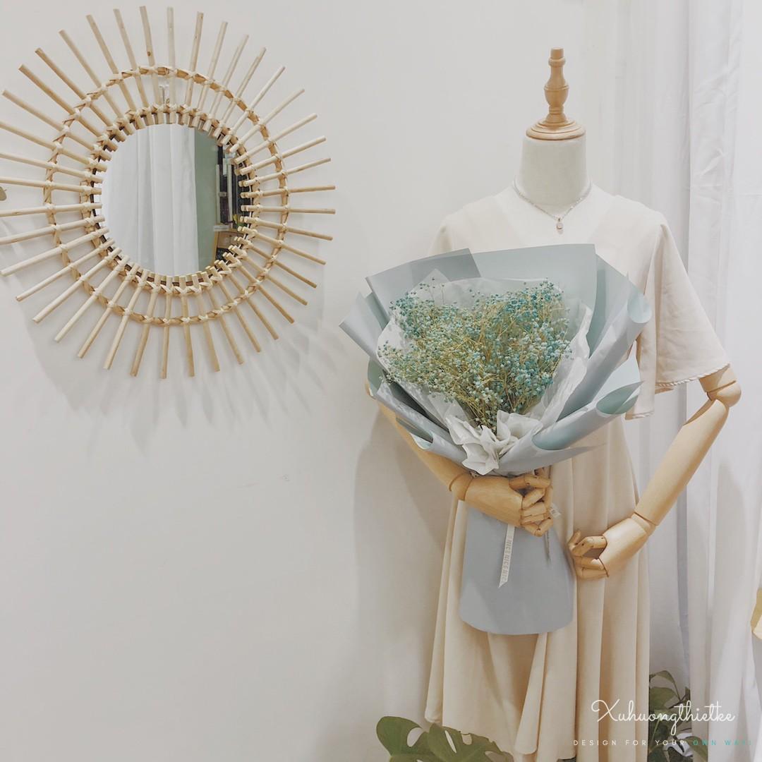 Vẻ đẹp nhẹ nhàng của gương mây treo tường trong trang trí shop thời trang