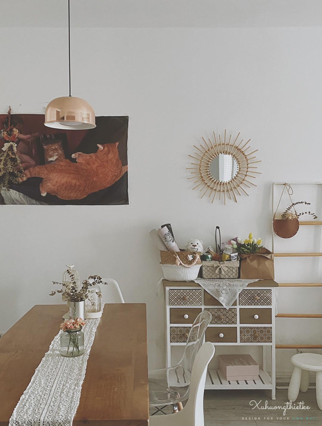 Gương treo tường Bắc Âu tạo điểm nhấn cho không gian phòng ăn