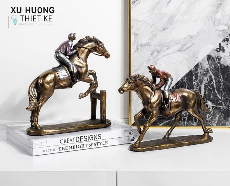 Tượng ngựa phong thủy Talort trang trí không gian bàn làm việc