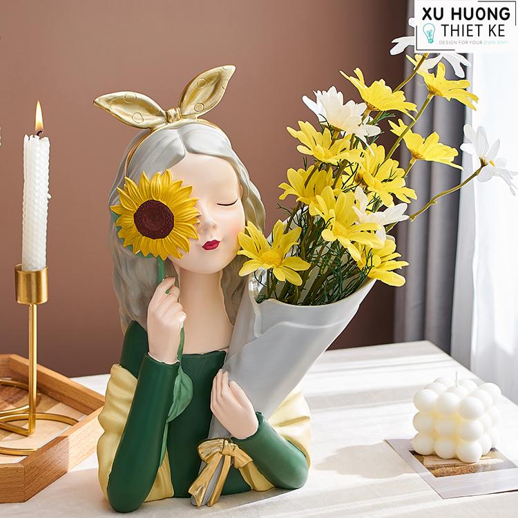 Bình cắm hoa cô gái Daria